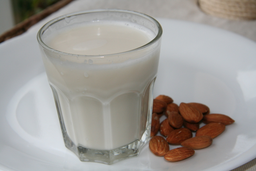 Homemade almond milk is a delicious alternative to dairy milk. It has ...